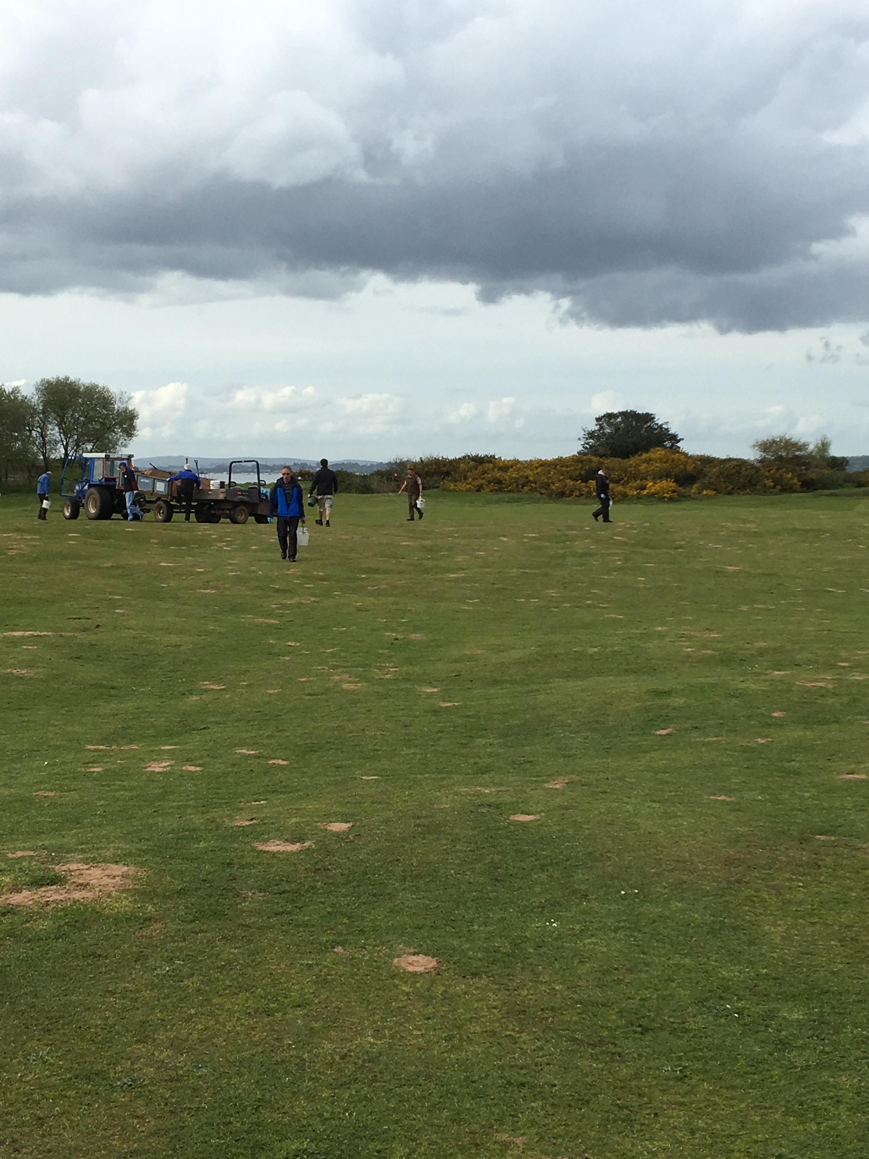 Early finish to help at golf club Featured Image